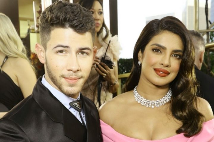 Nick Jonas' Christmas Gift To Priyanka Chopra Has Left Us Unsettled